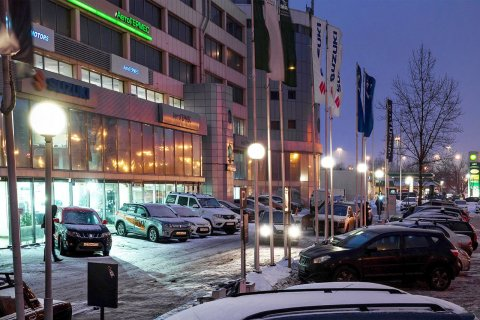 """Светодиодное освещение парковки перед автосалоном """"Автогермес"""""""