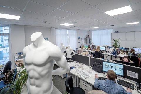 Офисное помещение сети Спортмастер с новым светодиодным освещением от ЛидерЛайт