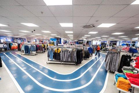 Светодиодные светильники ЛидерЛайт в торговом зале Спортмастера